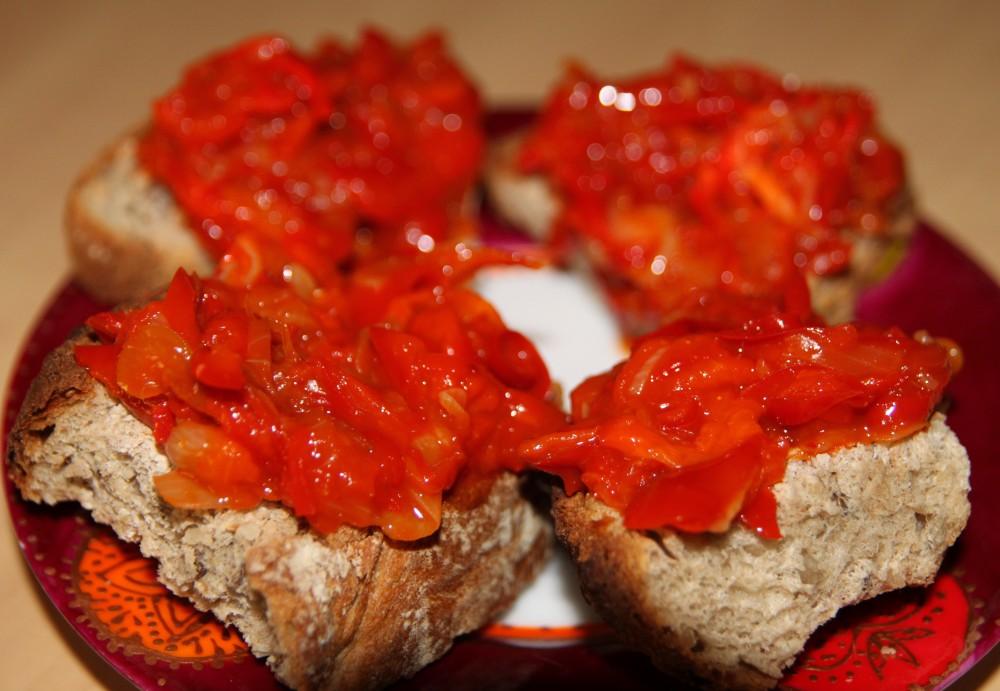 Confit de poivrons rouges aux oignons nouveaux