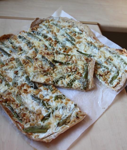 Pizza asperges vertes gorgonzola ricotta