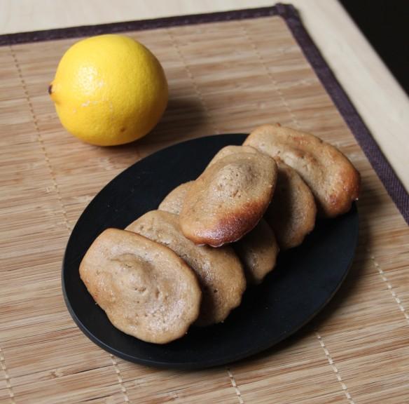 Madeleine à la pralinoise, zestes de citron & miel