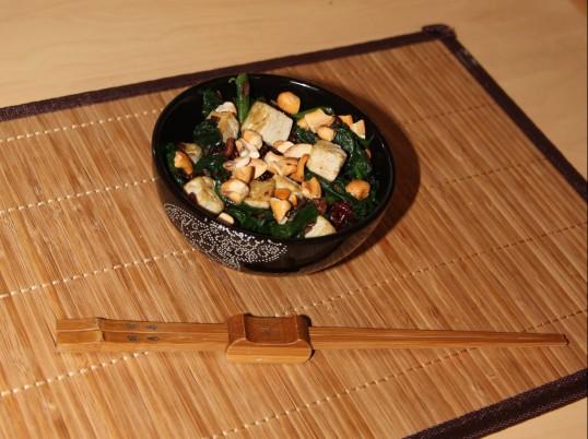 Riz rouge au tolu, épinards & noix de cajou