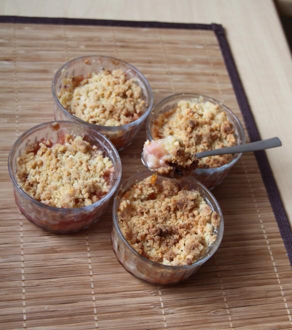Crumble d'abricots, pêches et amande
