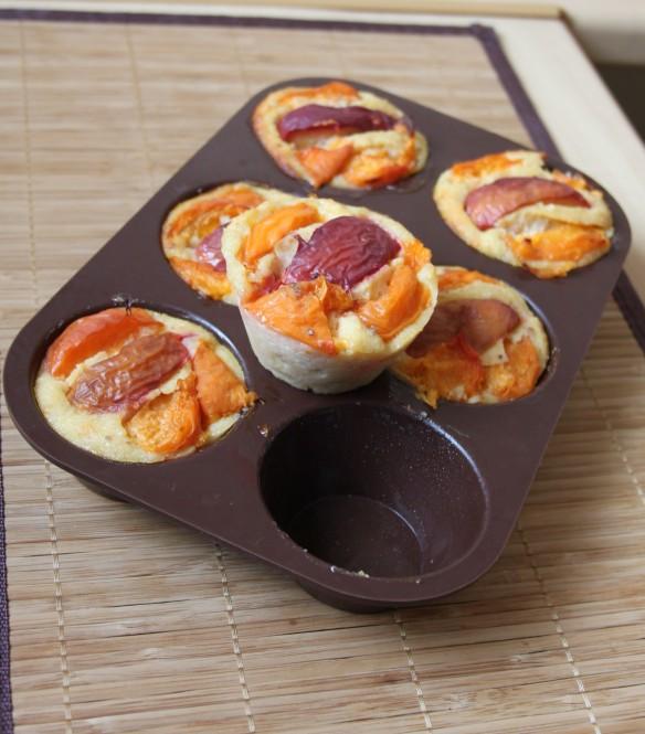 Petits moelleux à la semoule, amande, abricot & nectarine