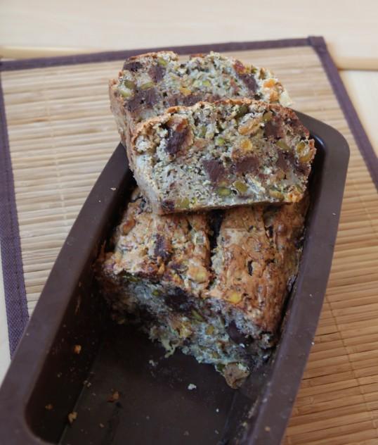 Cake énergétique courgette, abricot sec, pistache, chocolat