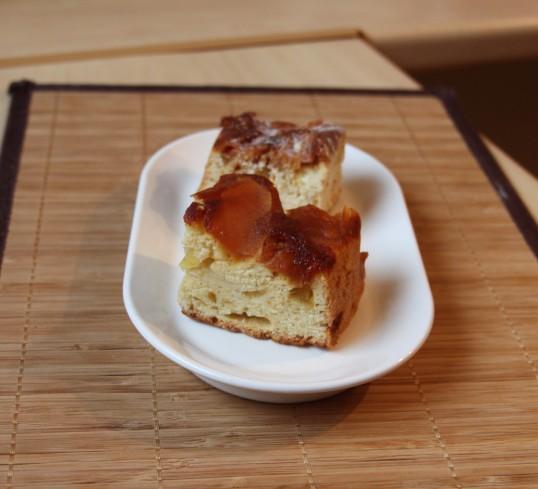 Quatre-quart aux pommes caramélisées