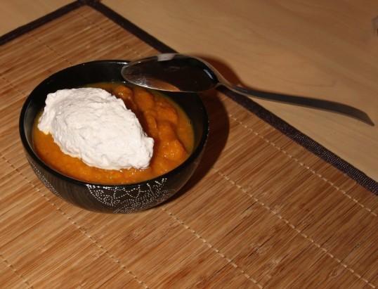 Velouté de potimarron épicé, chantilly au parmesan et châtaigne