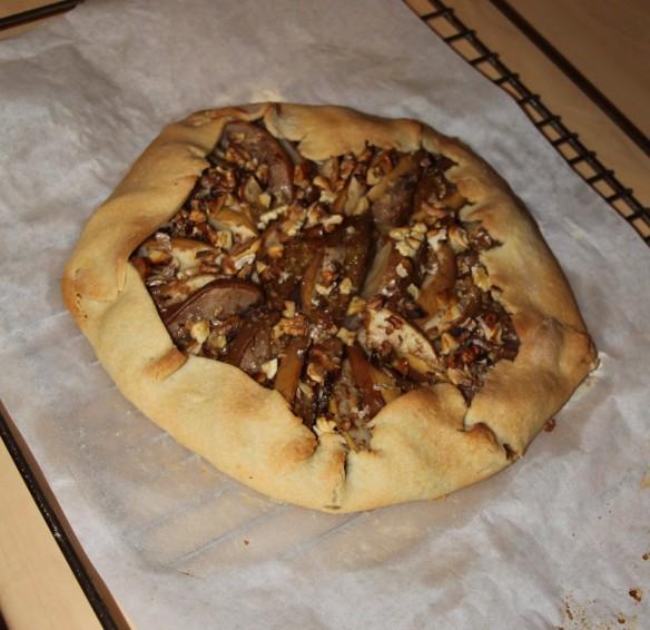 Tarte rustique aux poires, pommes & noix