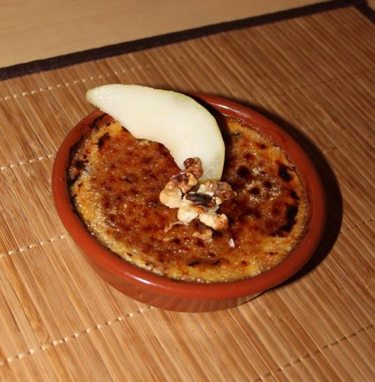 Crèmes brûlées au bleu, poires & noix