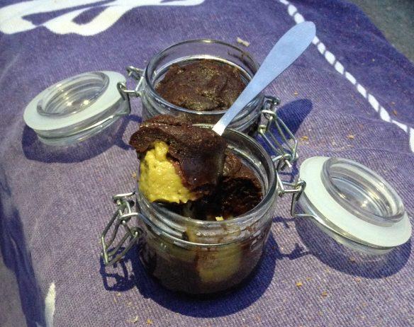 Petits moelleux au chocolat, coeur coulant d'avocat & citron vert