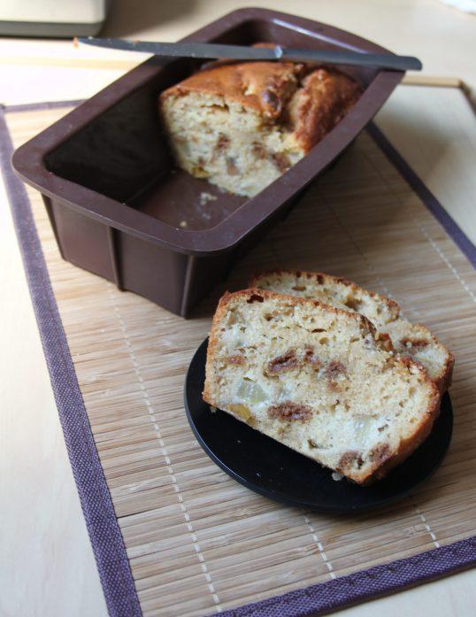 Cake moelleux à la pâte et brisures de spéculoos et poires