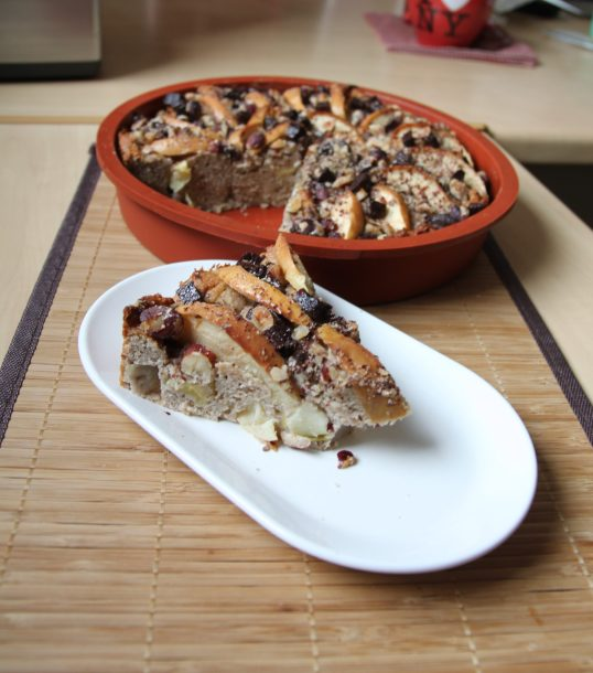 Gâteau moelleux aux pommes, ricotta, amande, noisette