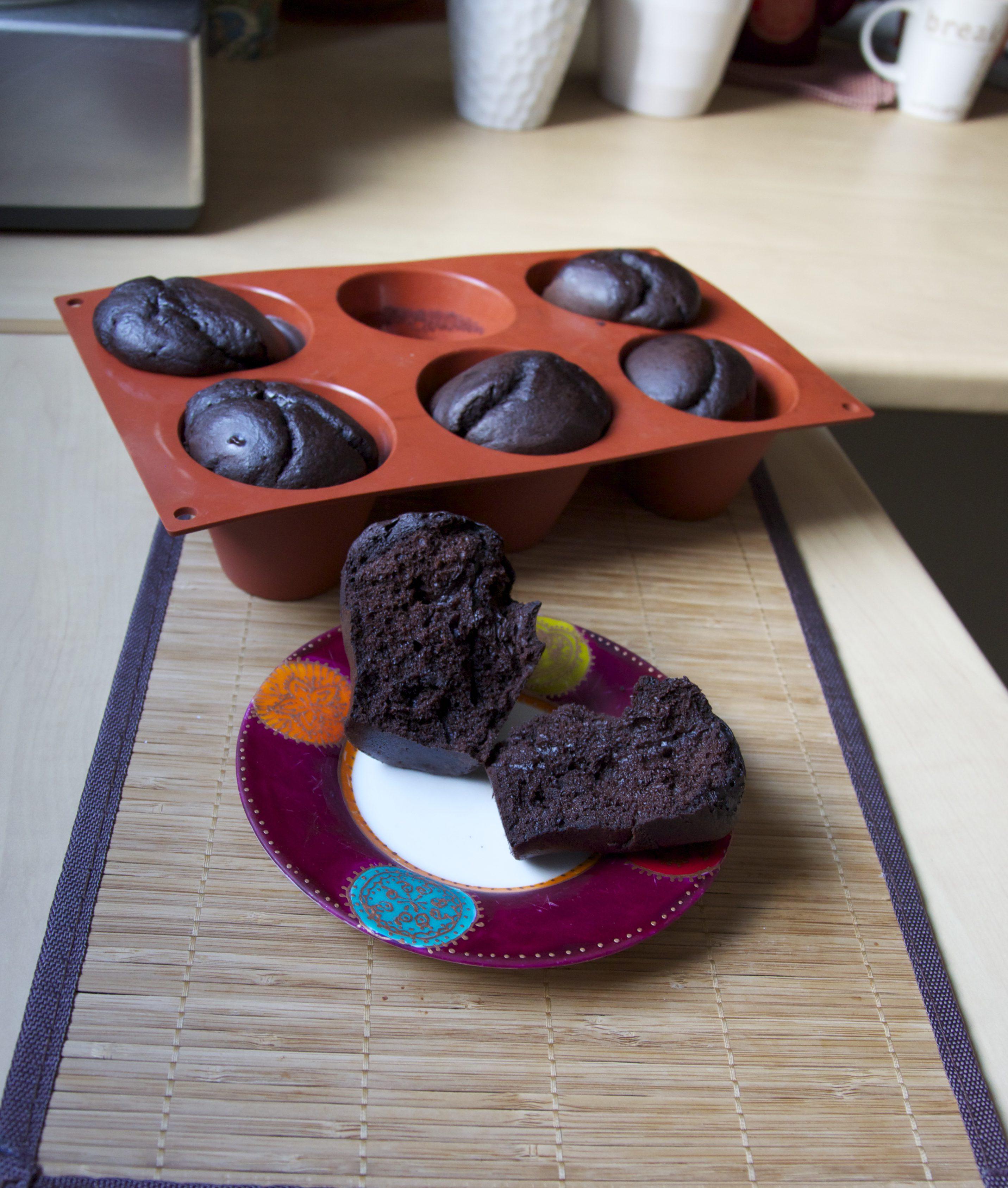 Cakes moelleux au cacao, crème et lait de soja