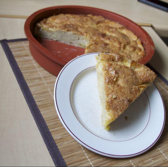 Gâteau moelleux aux pommes sous sa couche craquante